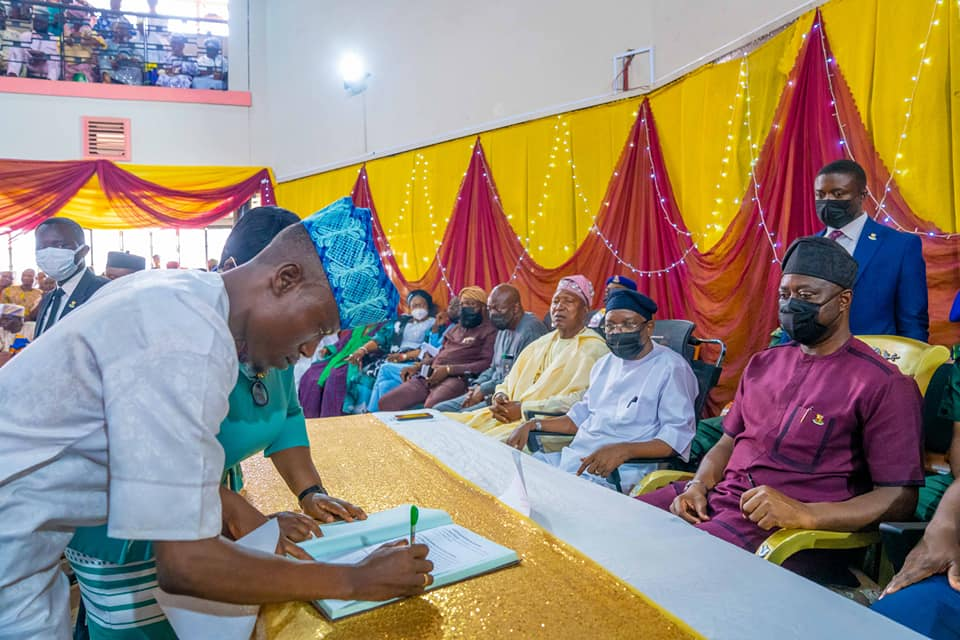 Makinde Swears-In Newly 32 Elected LG Chairmen – TodayNG.Com